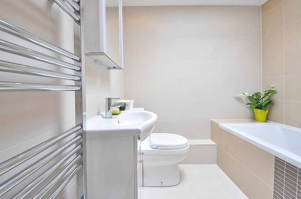 nowoczesne półki łazienkowe do mieszkania